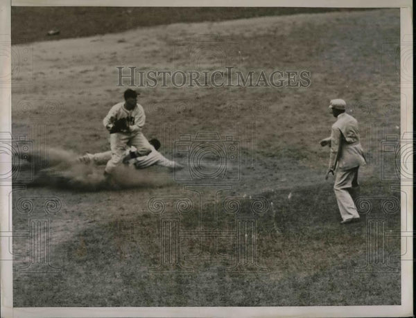1935 Press Photo New York Giants Gus Mancuso Out In Dodgers Game - Historic Images