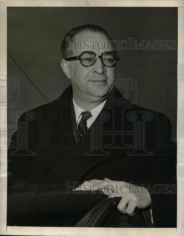 7ca07fe566 1947 Press Photo Film producer Filipo Del Guidice arrives in NYC - nea49228  - Historic Images