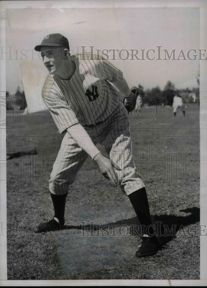 1938 Press Photo Atley Donald Pitcher New York Yankees Spring Training Workout - Historic Images