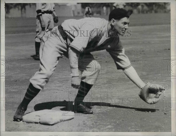 1934 Press Photo Elwood English Chicago Cubs Spring Trainer - Historic Images