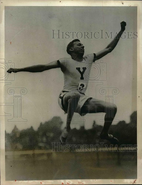 1927 Press Photo G. P. Dacon performing broad jump at competition - Historic Images