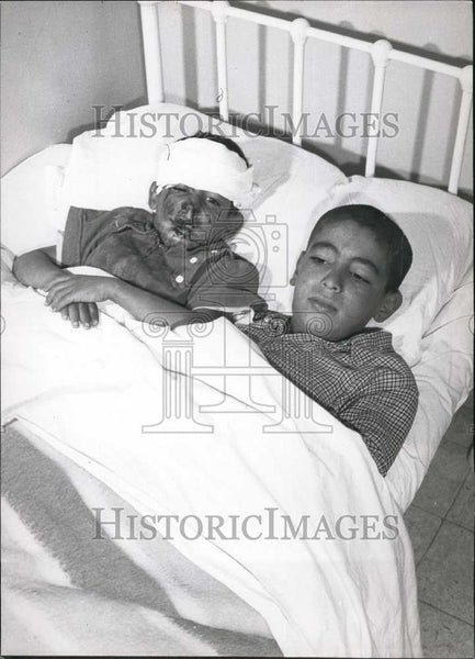 Press Photo Injured Boys Recover in Hospital Bed - Historic Images