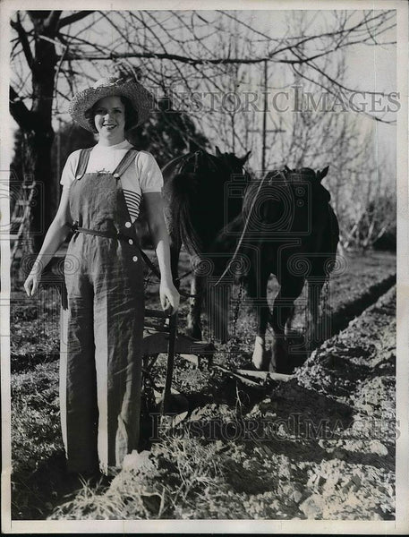 1934 Press Photo Billie Seward plowing a field - Historic Images