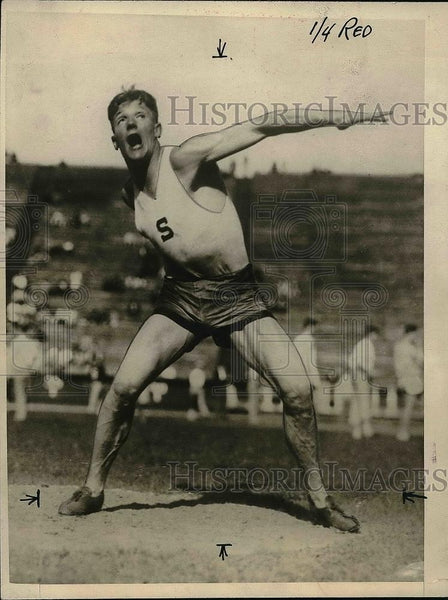 1926 Press Photo J. W. Hoffman Throwing Shot Put Track And Field Event - Historic Images