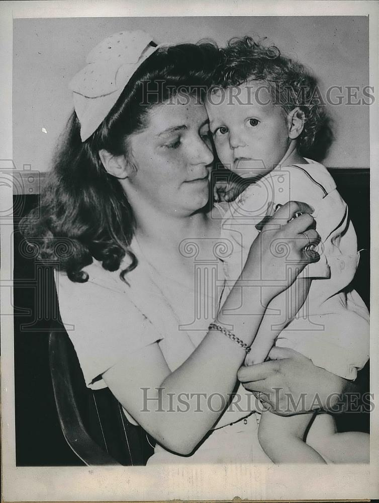 1946 Press Photo Joan Moore Charges GI Leslie Moore With Annulment Suit - Historic Images