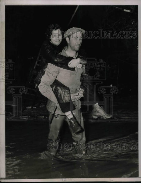 1937 Press Photo Man Carrying Woman to Safety from California Floods - nea64987 - Historic Images