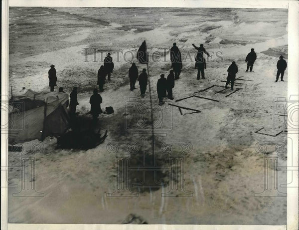 1931 Press Photo Twenty Fishermen Stranded on Floating Ice in Lake Erie - Historic Images