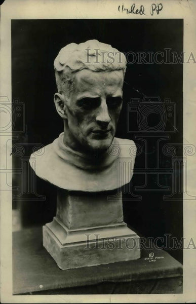 1922 Press Photo Bust sculpture of Rolland Williams, Capt of U of Wis. football - Historic Images