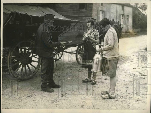 1927 Press Photo Albert Grabin With Two Ladies in France - nea71698 - Historic Images