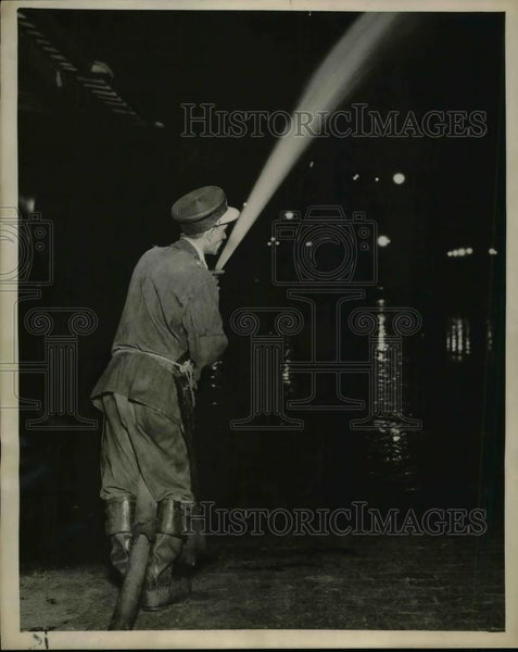 1922 Press Photo A street cleaner with hose to flush sewers - nea75428 - Historic Images
