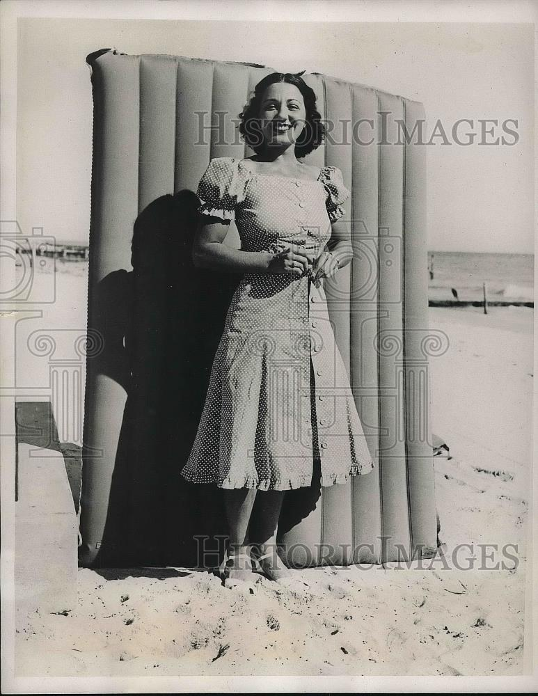 1939 Press Photo Socialite Mrs. Santa Maria Sabbatino at Miami Beach - nea79114 - Historic Images