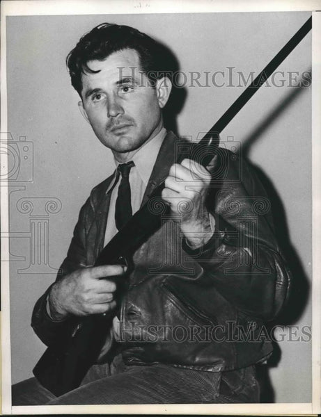 1937 Press Photo Simpson Grant Shooting Gallery Operator - nea93343 - Historic Images