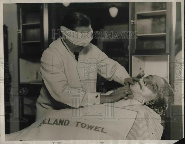 1928 Press Photo Charles Adric being shaved by Leo Weber - Historic Images