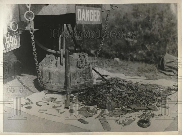 1930 Press Photo Road Magnet to Pick Up Debris - Historic Images