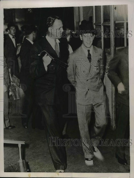 1935 Press Photo Marshall Sprauge Paris reporter mistaken for Prince - Historic Images