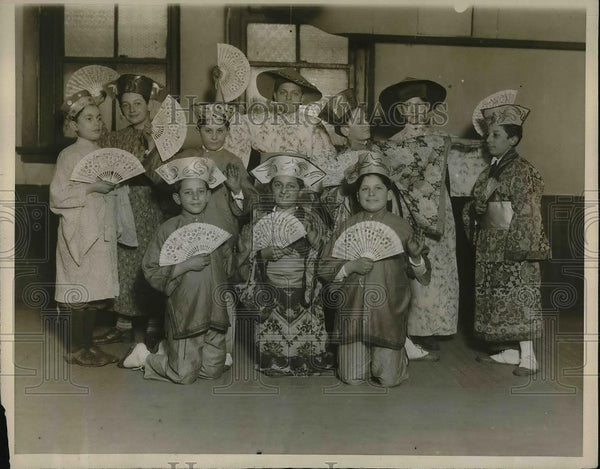 1927 Press Photo Members of The Boy's club in Gilbert & Sullivan Comic Opera. - Historic Images