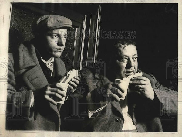 1925 Press Photo John Cook Walter Norwhich rescued Passengers Coat guard - Historic Images