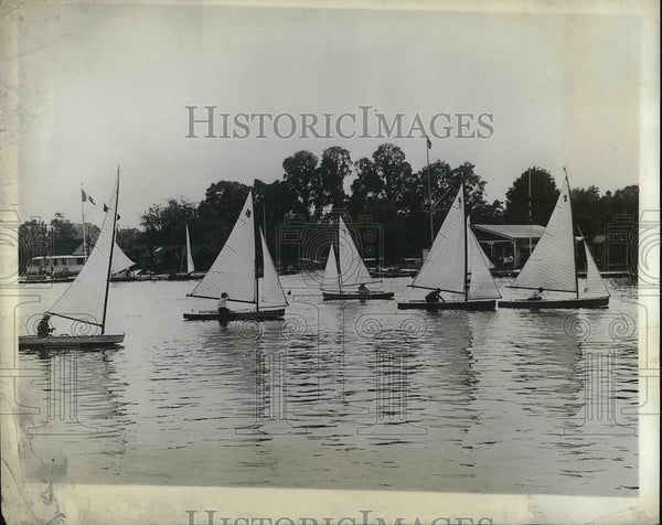 1930 Press Photo Canoes Line Up For The Royal Canoe Club Race For Knowles Bowl - Historic Images