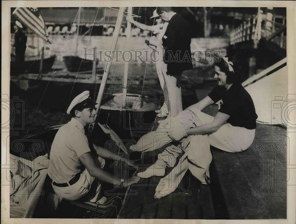 1935 Press Photo Mr. and Mrs. Colin Ratsey in International Dinghy Race - Historic Images