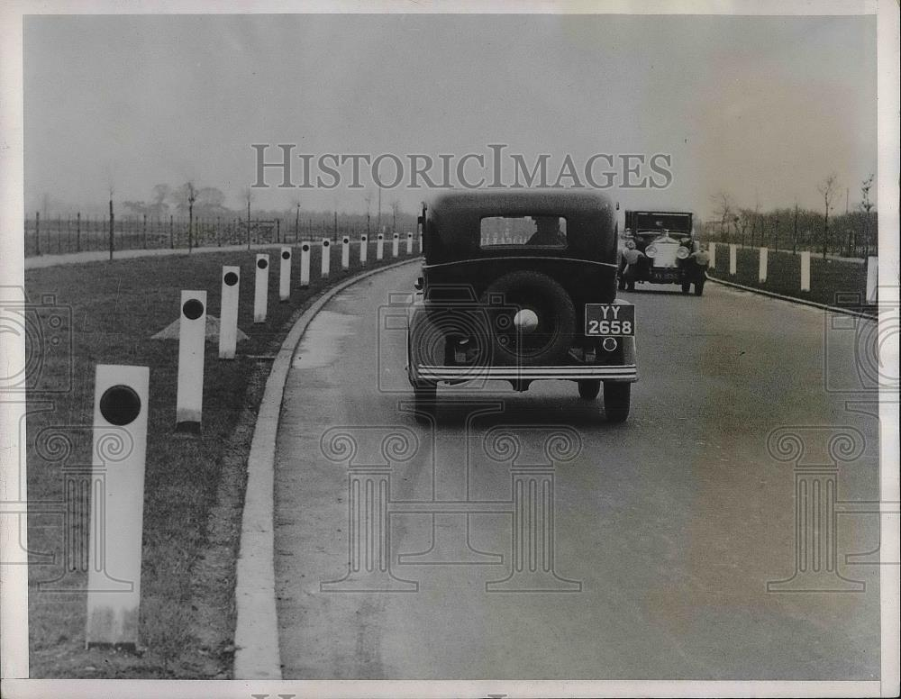 1933 Press Photo Red Reflector of Noght Driving - Historic Images