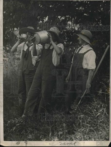 1924 Press Photo Women Farmers - Historic Images