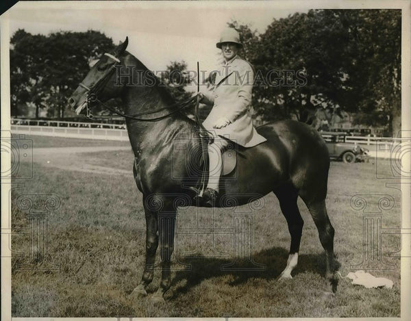 1928 Press Photo Mrs/.James A.Hawitt at the Mineola Horse Show. - Historic Images