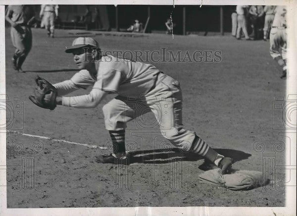 1938 Press Photo Arthur Garibaldi Training with St. louis Cardinals - Historic Images