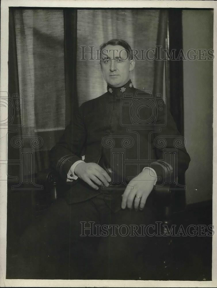 1918 Press Photo Dr. C.C. Kumball Sitting In Chair - Historic Images