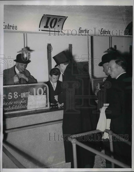 1939 Press Photo betting window at Longchamps Race Track in France - Historic Images