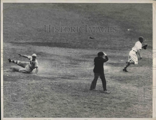 1936 Press Photo Giants and Garibaldi of St .Louis Baseball Game - Historic Images
