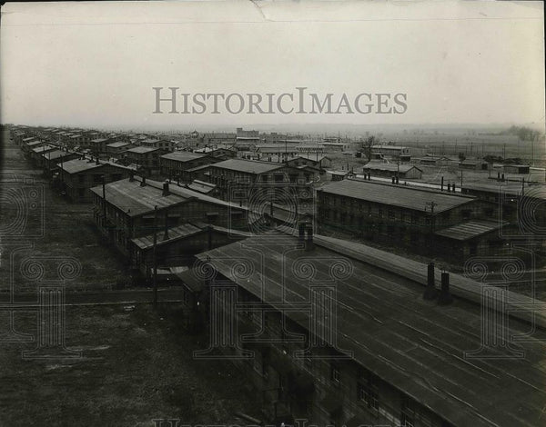 1921 Press Photo Camp Dodge, Iowa, with unoccupied barracks - Historic Images