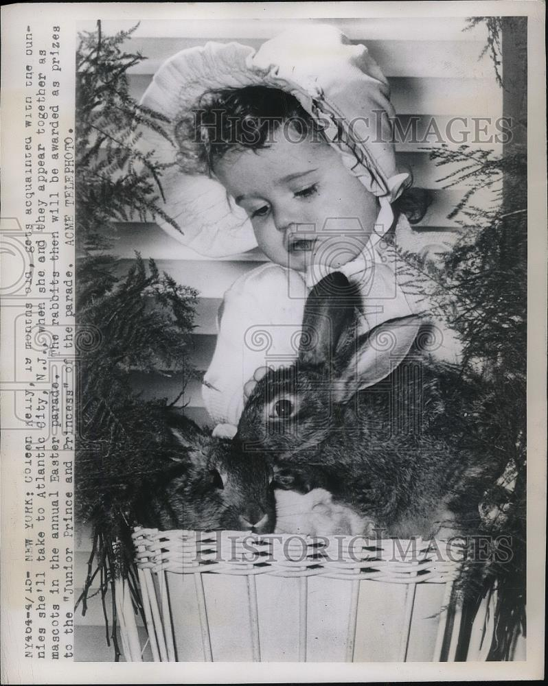 1949 Press Photo tot Colleen Kelly & rabbit to be in Atlantic City Easter  Parade
