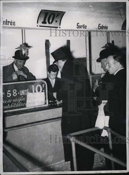 1939 Press Photo betting window at Longchamps Race Track in Paris - Historic Images