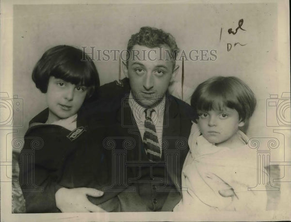 1923 Press Photo Richard Dieter & his children at Brooklyn, NY home - Historic Images