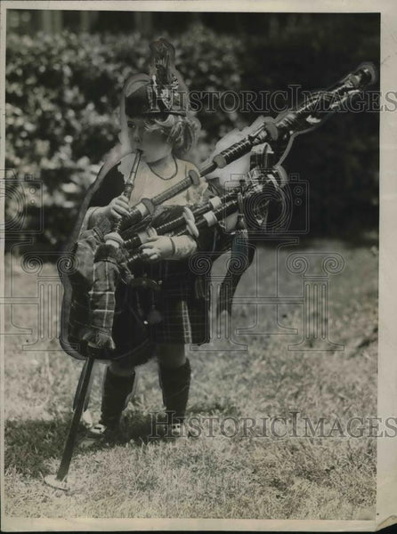 1926 Press Photo Marjorie Adamson Youngest Bagpiper - Historic Images