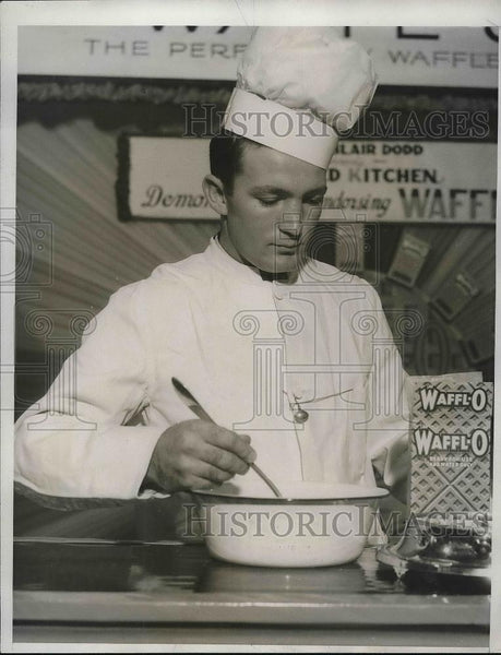 1932 Press Photo Pete Heiser appearing on cooking show - Historic Images