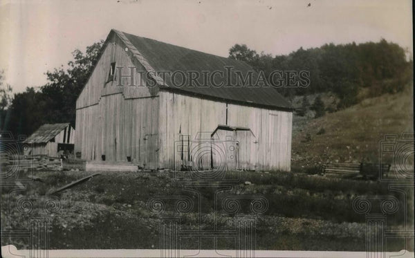 1920 Press Photo Ora L Shields Barn & Hill Where He Says New Population Center - Historic Images