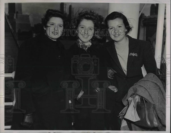 1940 Press Photo Elizabeth, Patricia and Marion Laurrichts as they are staying - Historic Images
