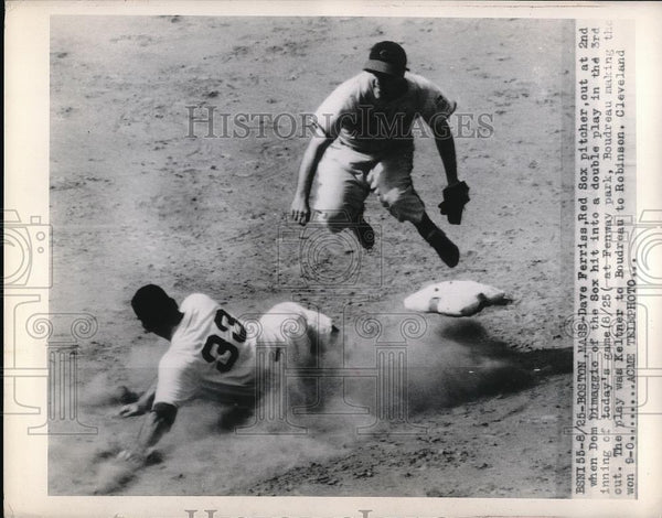 1948 Press Photo Boston Red Sox Pitcher Dave Ferrias Out At 2nd Base - Historic Images