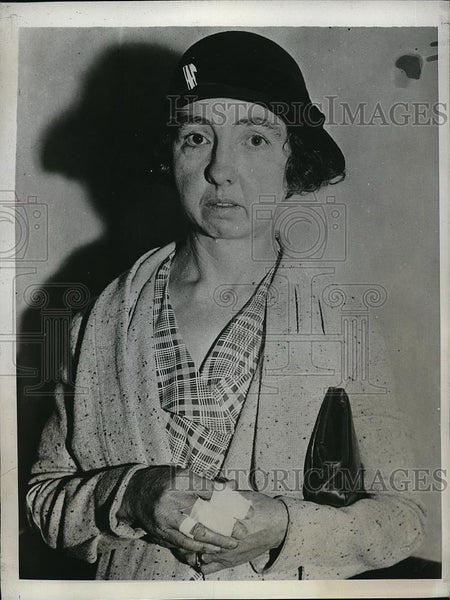 1933 Press Photo Chloe Weaver, Worker Attacked by Riot of LA Garment Strikers - Historic Images