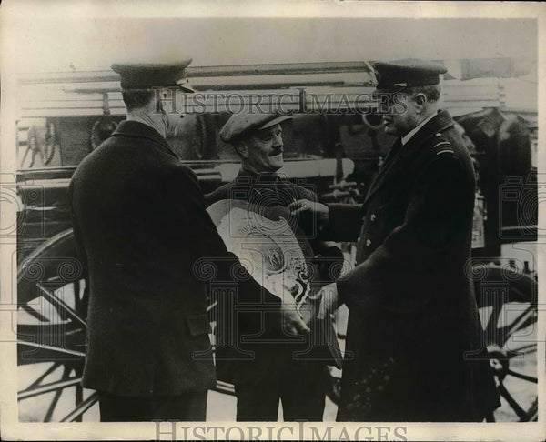 1929 Press Photo Stannnard, H, Langley, Capt. Rashleigh, Board of Trade Shield - Historic Images