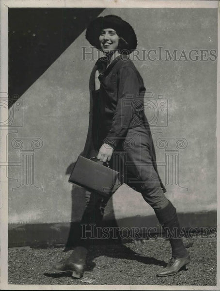1925 Press Photo Eve Montalda hiking from California to New York - Historic Images