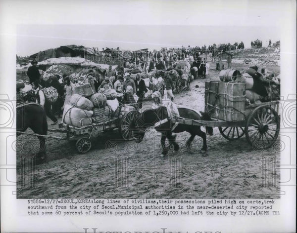 1950 Press Photo Civilians Travel South From Seoul With Belongings - Historic Images