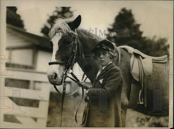 "1926 Press Photo Meroe Flint with ""Buster"" at Newport Society Horse Show - Historic Images"