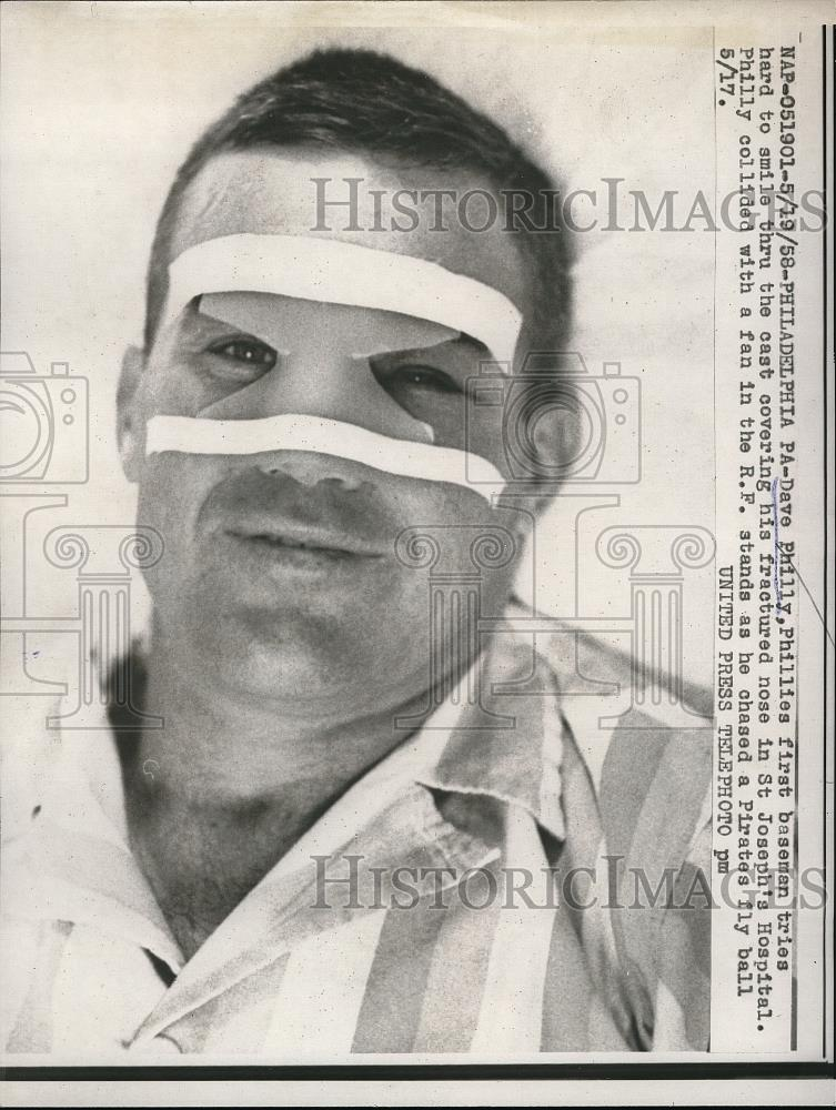 1958 Press Photo Phillies 1st baseman Dave Philly after being hit by fly ball - Historic Images