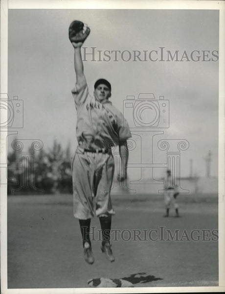 1936 Press Photo New York Giants Les Stevens Catching Ball - Historic Images