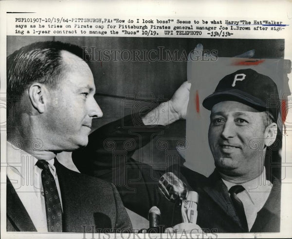 1964 Press Photo Philadelphia's Harry (The Hat) Walker - Historic Images