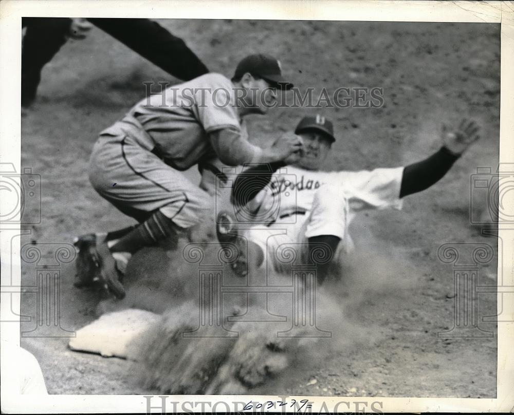 1941 Press Photo Dodger Dixie Walker out at 3rd vs Yankees Joe orengo - Historic Images
