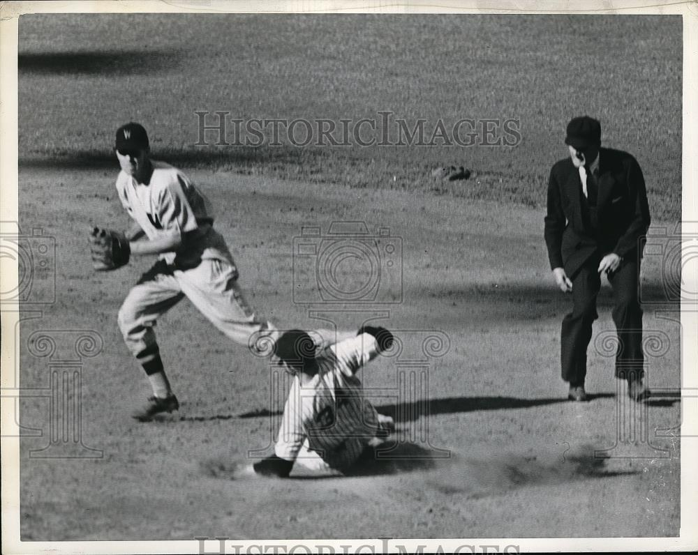 1941 Press Photo Johnny Sturm of Yankees Out at Second, Cecil Travis of Senators - Historic Images