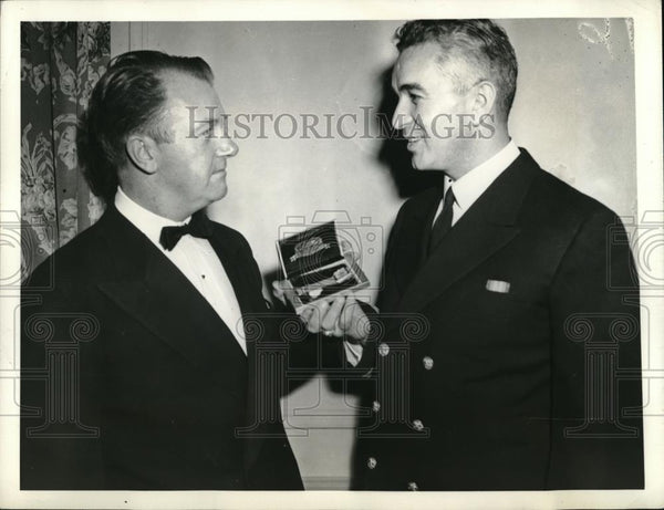1943 Press Photo Ted Williams Former Boston Red Sox, Annual dinner New York - Historic Images